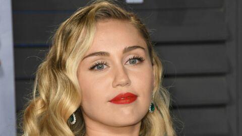 PHOTO Miley Cyrus dévoile un décolleté très généreux et frôle l'accident de téton