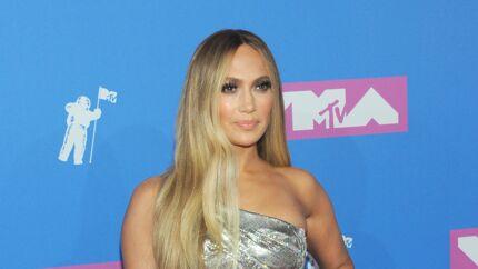 PHOTO Jennifer Lopez montre ses abdos en béton, les internautes lui donnent 20 ans