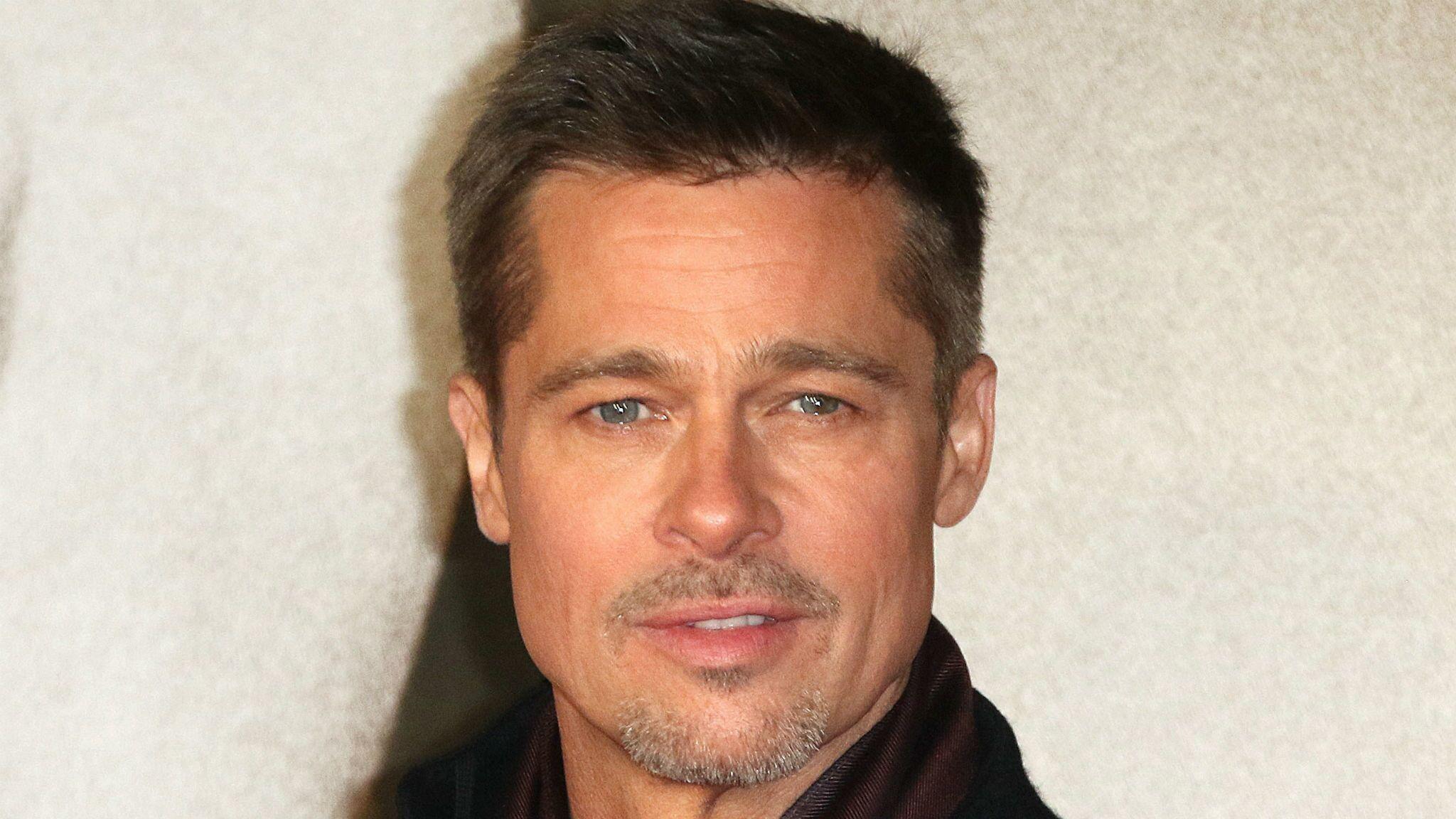 Brad Pitt Grillé Il A été Aperçu à La Fête Danniversaire Dune