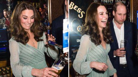 PHOTOS Kate Middleton s'éclate à servir des bières avec le prince William
