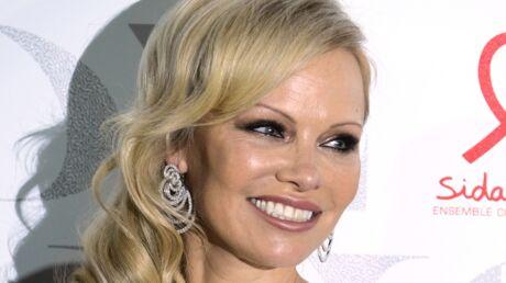 PHOTOS Pamela Anderson en robe courte: elle dégaine la tenue ultra sexy pour encourager Adil Rami