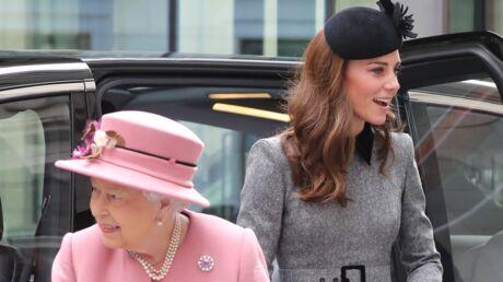 PHOTOS Kate Middleton rayonnante pour sa première sortie solo avec Elizabeth II