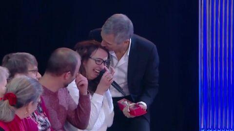 VIDEO Nagui bouleversé: une personne du public s'effondre en larmes face à lui