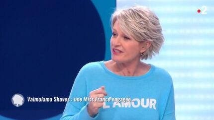 VIDEO Sophie Davant a encore tenté une blague gênante dans C'est au programme