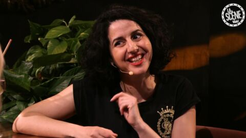 La Scène Voici & Yves Rocher: Nadia Roz raconte au bar comment Internet a tendu ses relations familiales