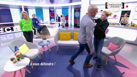 VIDEO C'est au programme: une prof de self-défense fait souffrir son assistant en pleine émission