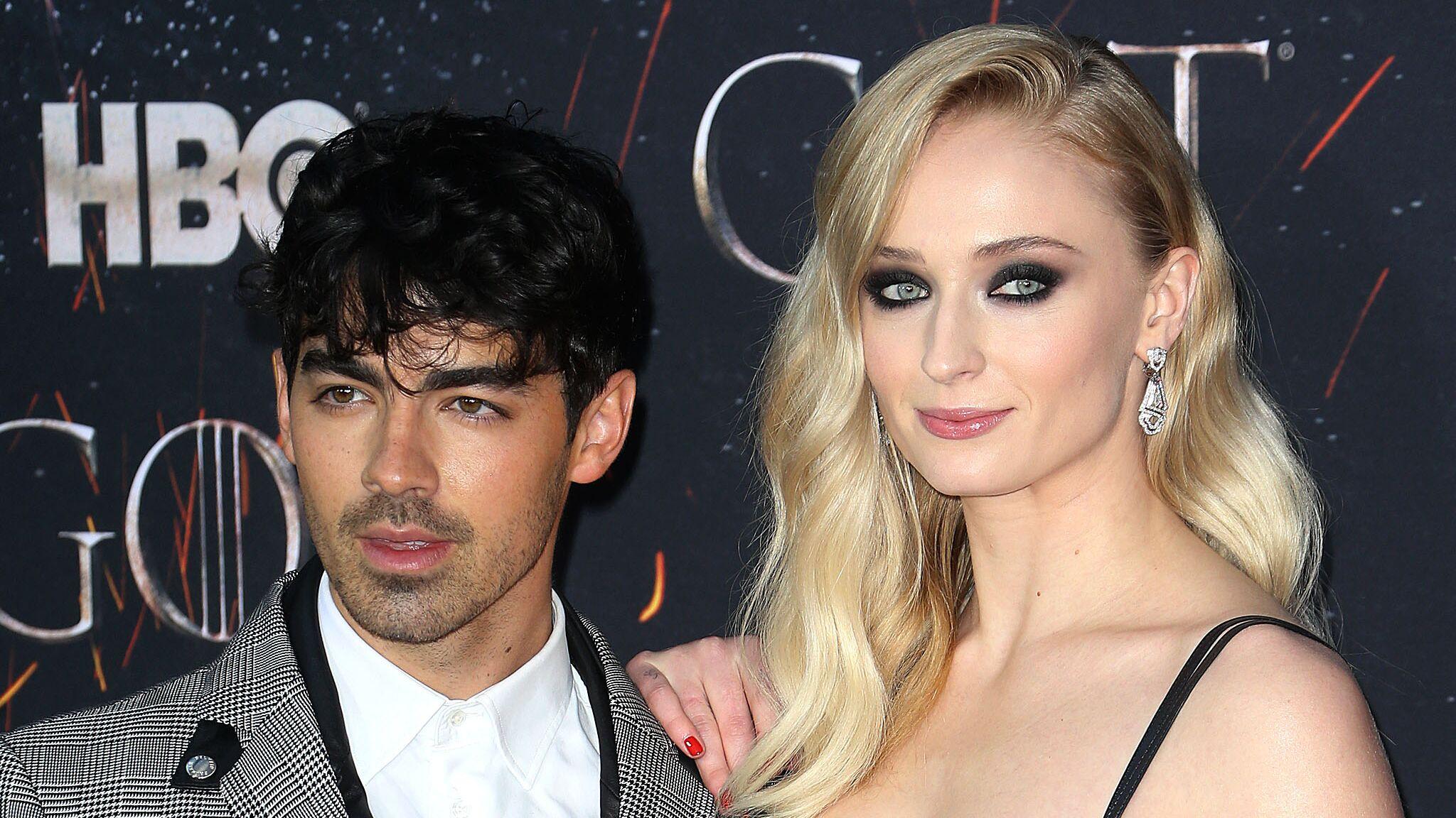 Sophie Turner (Game of Thrones) et Joe Jonas se sont mariés à Las Vegas ! ,  Voici