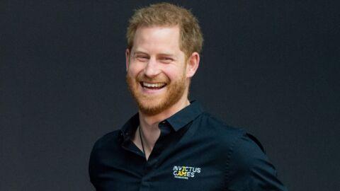 PHOTOS Le prince Harry abandonne déjà Meghan et Archie pour un voyage officiel et reçoit plein de cadeaux