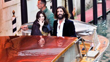 PHOTOS Monica Bellucci et Nicolas Lefebvre: leur entrée remarquée en gondole au bal masqué Dior