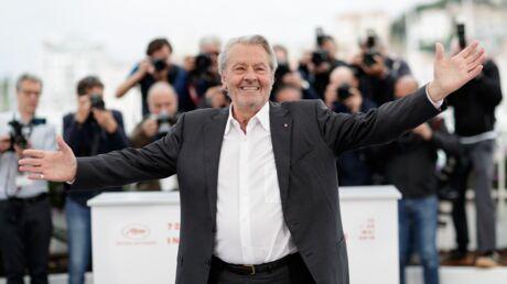 PHOTOS Cannes 2019: À l'occasion de sa Palme d'honneur, retour sur les montées des marches d'Alain Delon