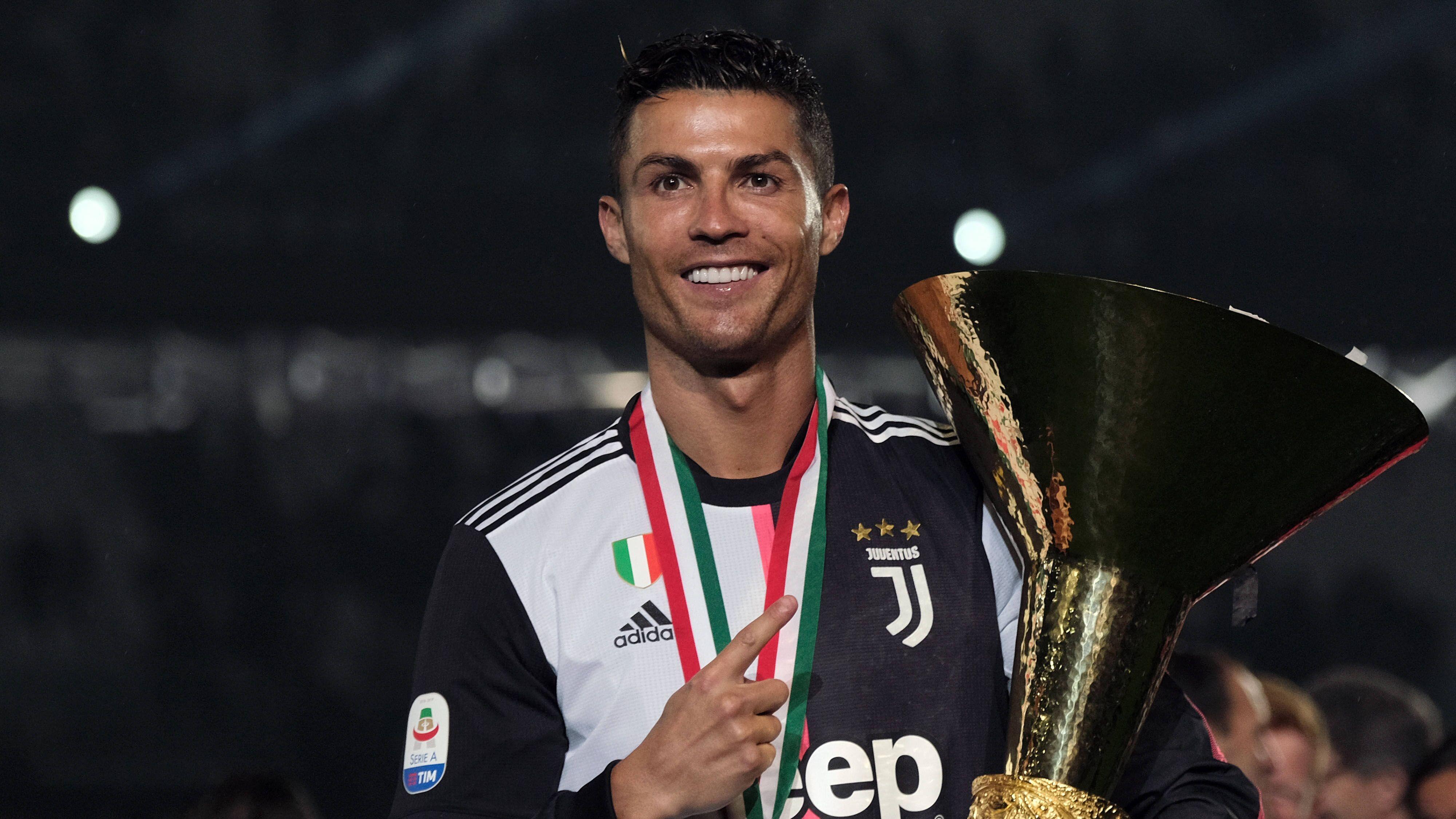 Cristiano Ronaldo assomme son fils avec son trophée