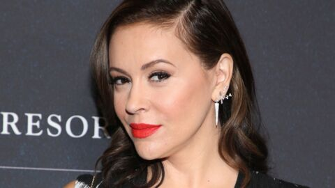 PHOTO Alyssa Milano s'amuse de l'horrible poupée Charmed à son effigie