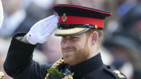 Le prince Harry renfile son uniforme militaire