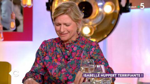 VIDEO C à vous: Anne-Elisabeth Lemoine très gênée face à Isabelle Huppert
