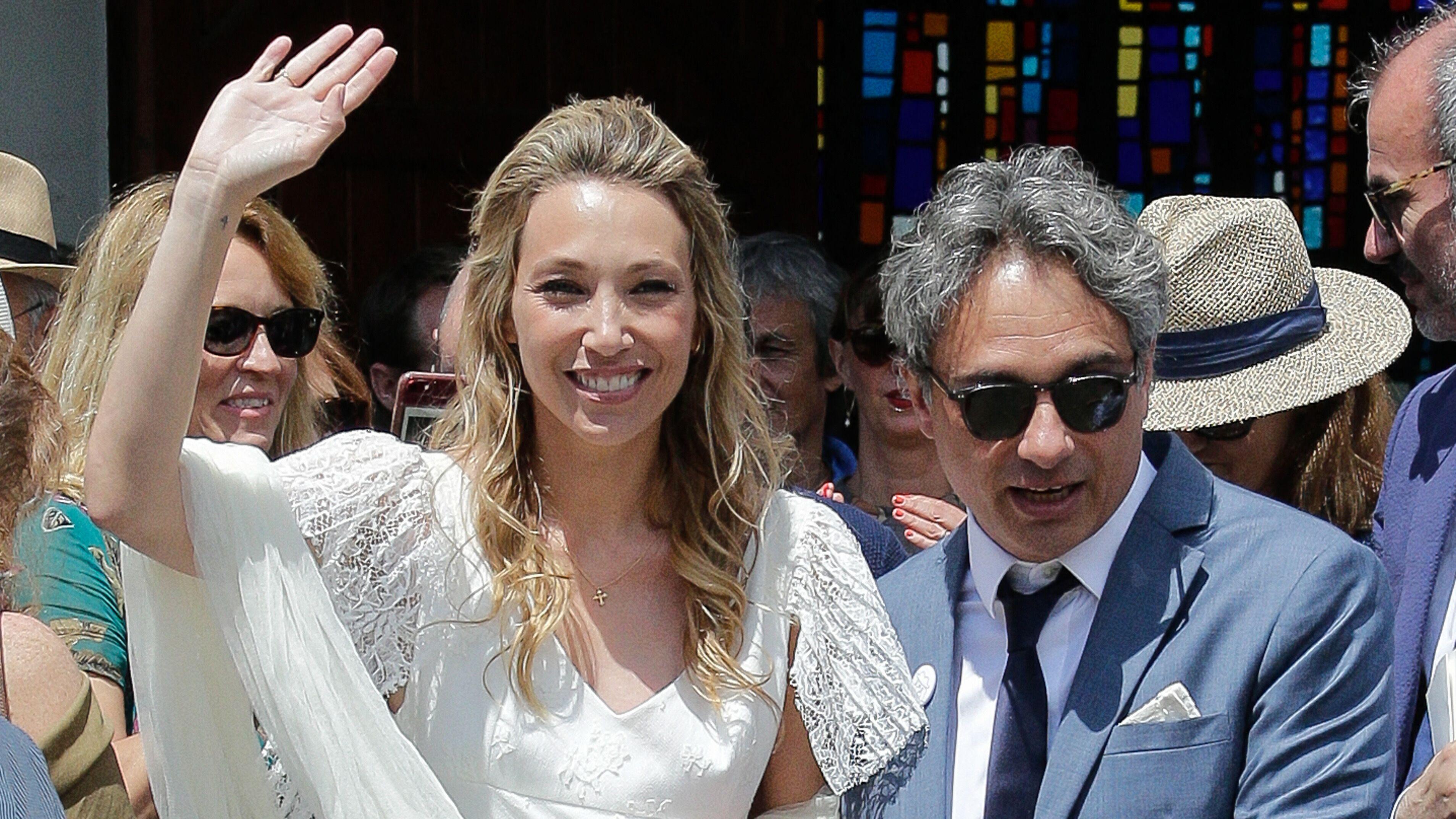 Mariage de Laura Smet  pourquoi la fille de Johnny Hallyday a fondu en  larmes à la cérémonie religieuse , Voici