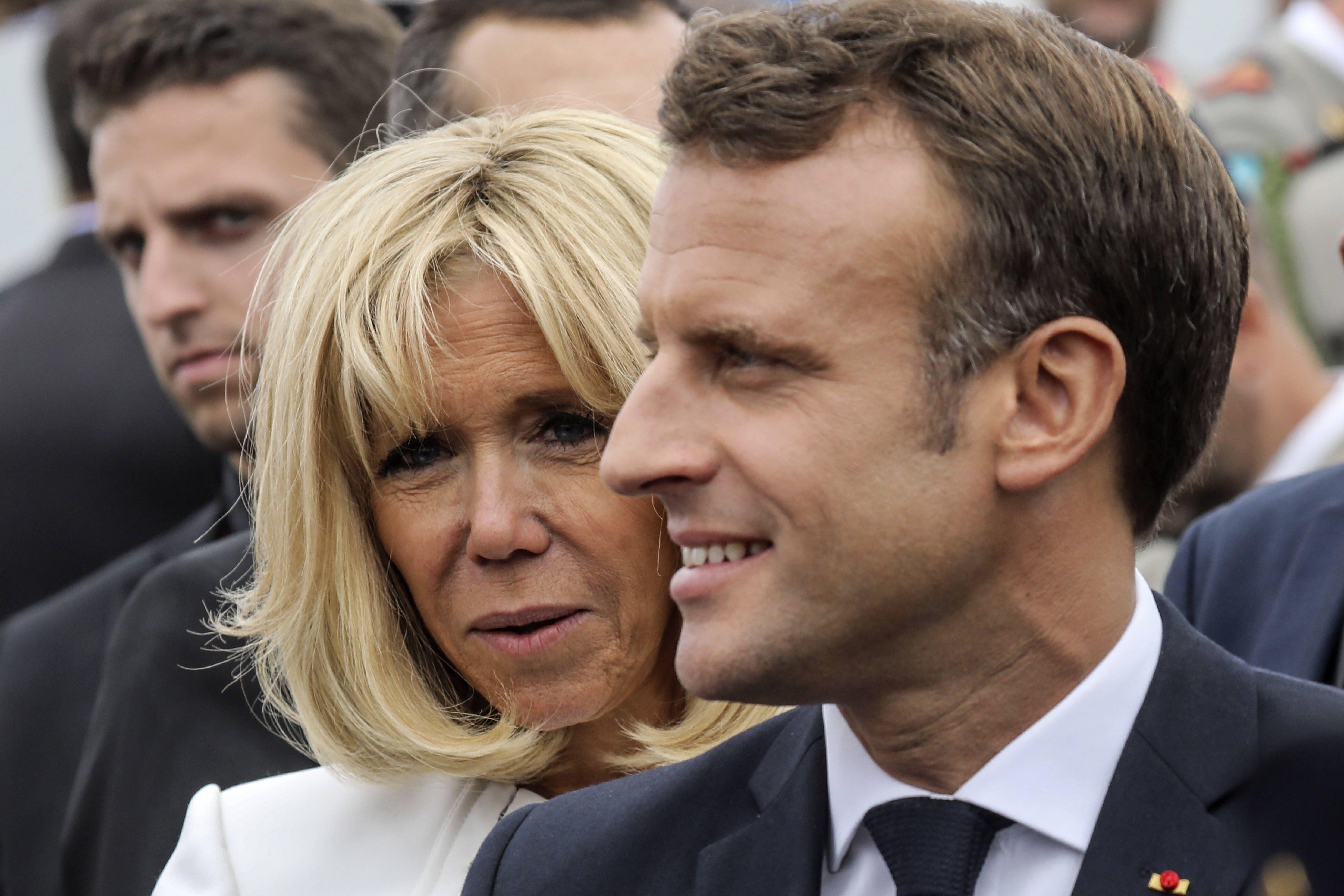 Emmanuel et Brigitte Macron : ce geste passé inaperçu qui en dit long sur leur relation