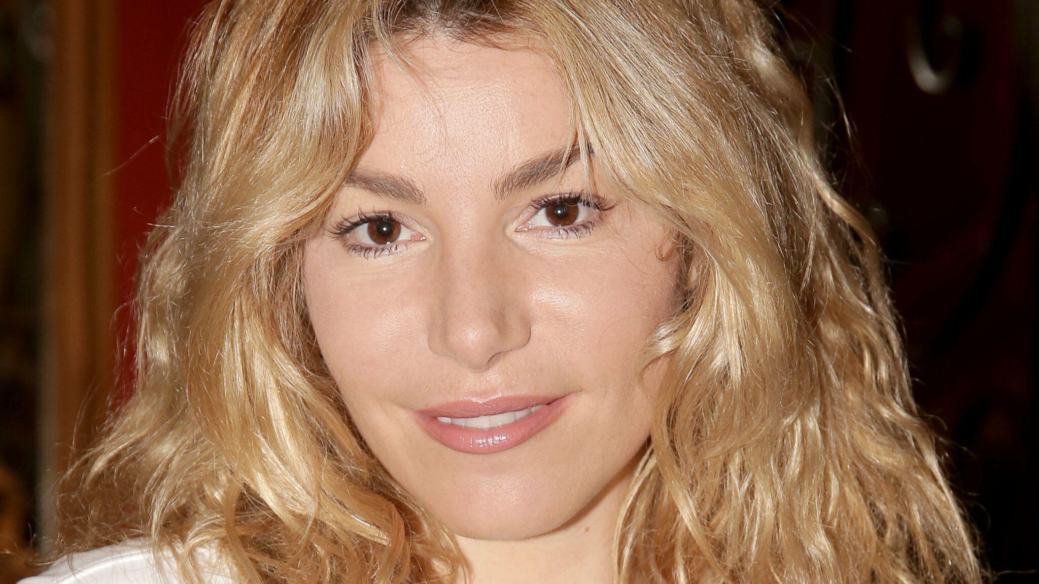 PHOTO Lola Marois : en soutien-gorge et jean troué, elle séduit la toile