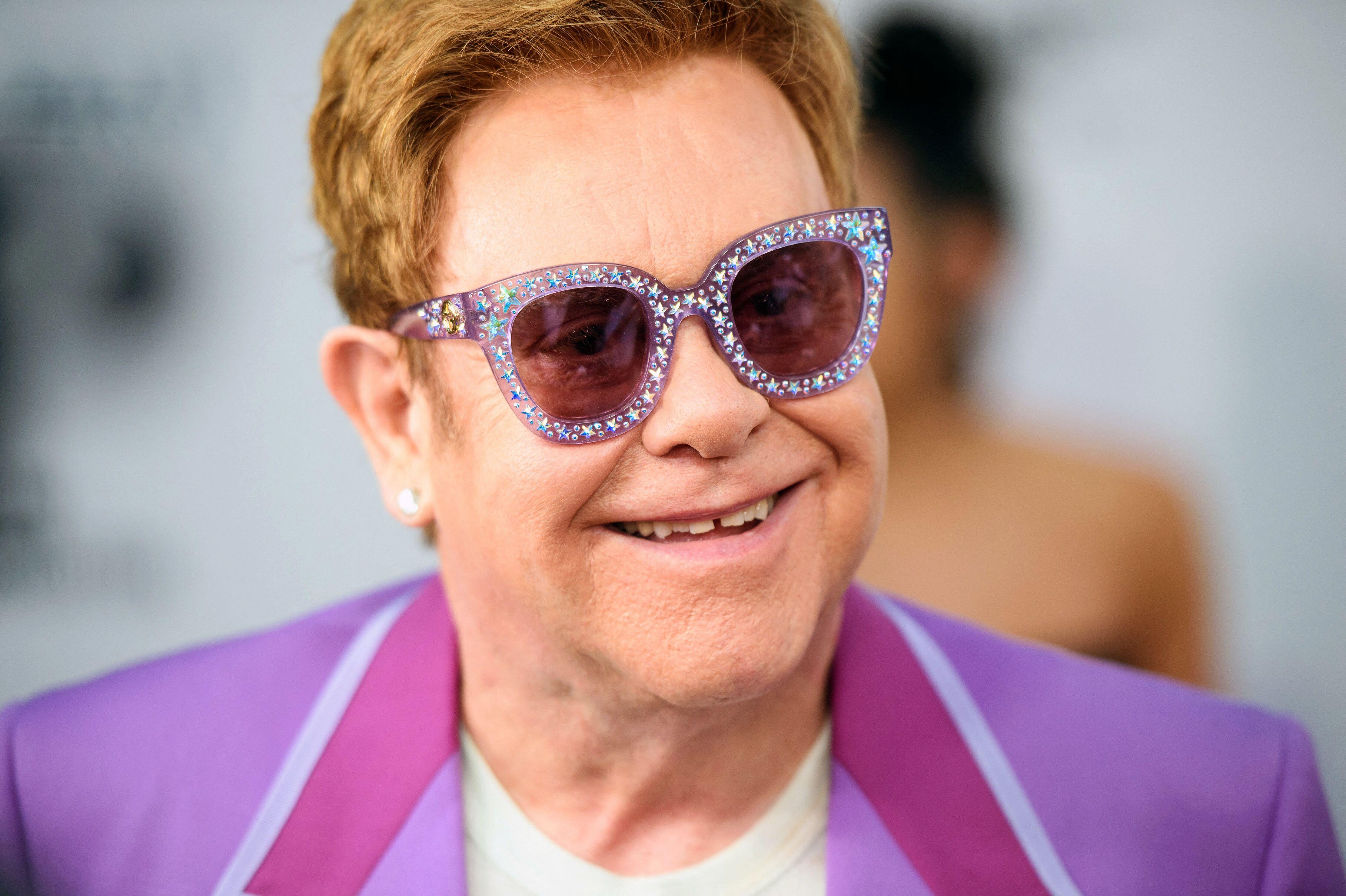 Elton John célèbre ses 29 ans de sobriété : il se confie sur son combat contre l'alcool