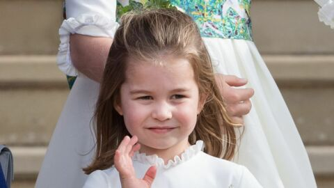 PHOTOS Charlotte de Cambridge se fait recadrer par Kate Middleton après avoir tiré la langue en public