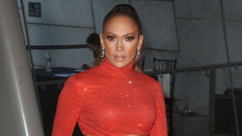 PHOTO À 50 ans, Jennifer Lopez fait craquer les internautes avec son décolleté très plongeant
