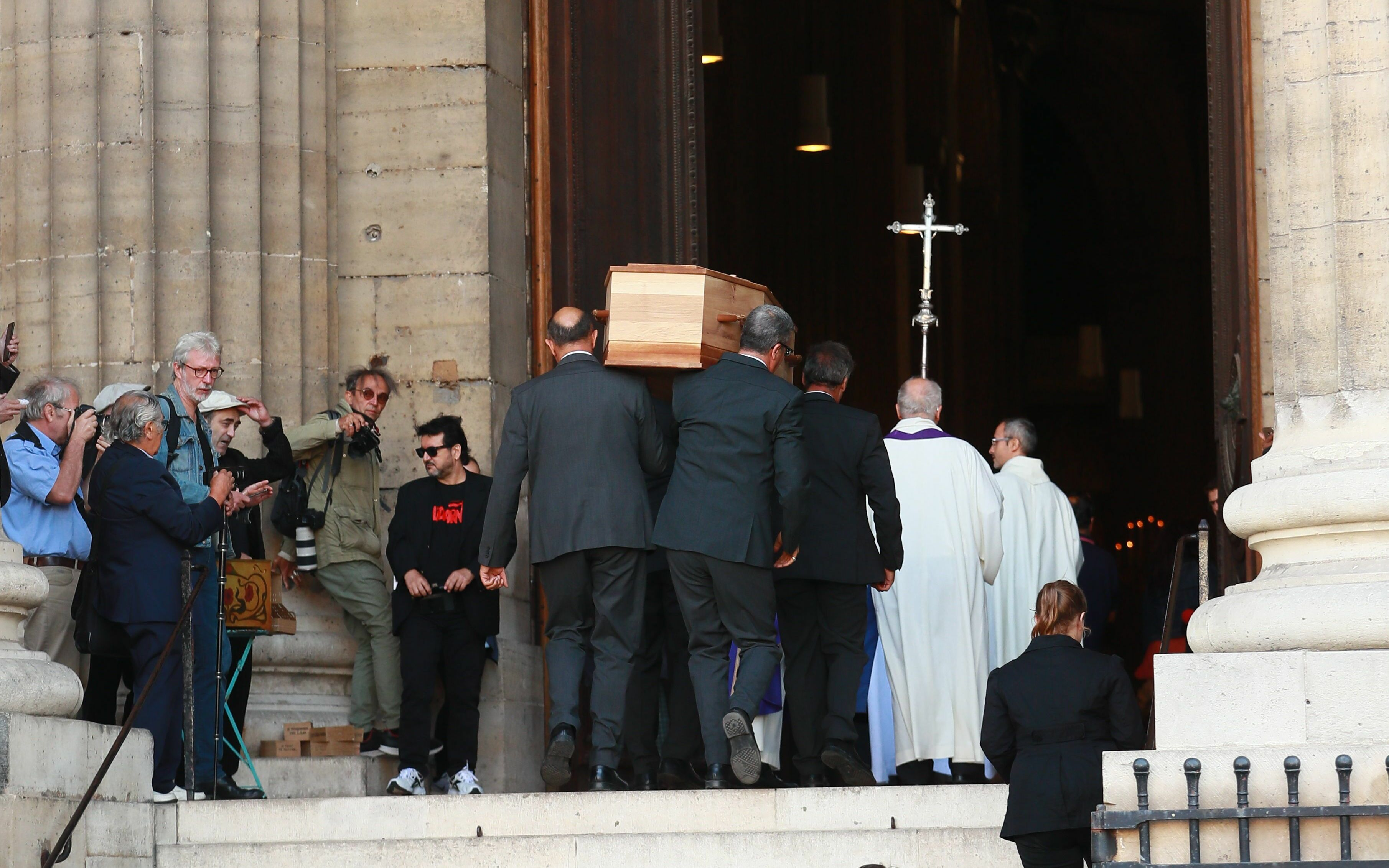 PHOTOS Obsèques de Jean-Pierre Mocky : Benoît Magimel, Dominique Lavanant, Luc Besson… les stars lui disent adieu