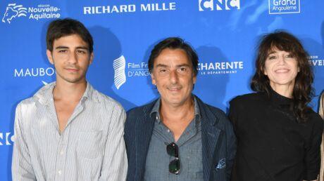PHOTOS Charlotte Gainsbourg et Yvan Attal affichent leur bonheur aux côtés de leur fils Ben à Angoulême