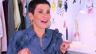 Cristina se prend une veste