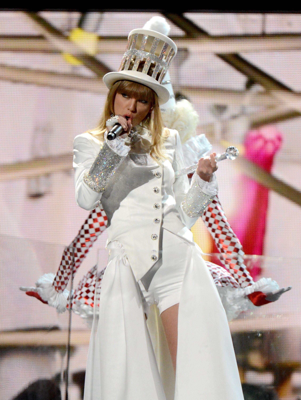 Taylor Swift : ses excentriques looks de scène