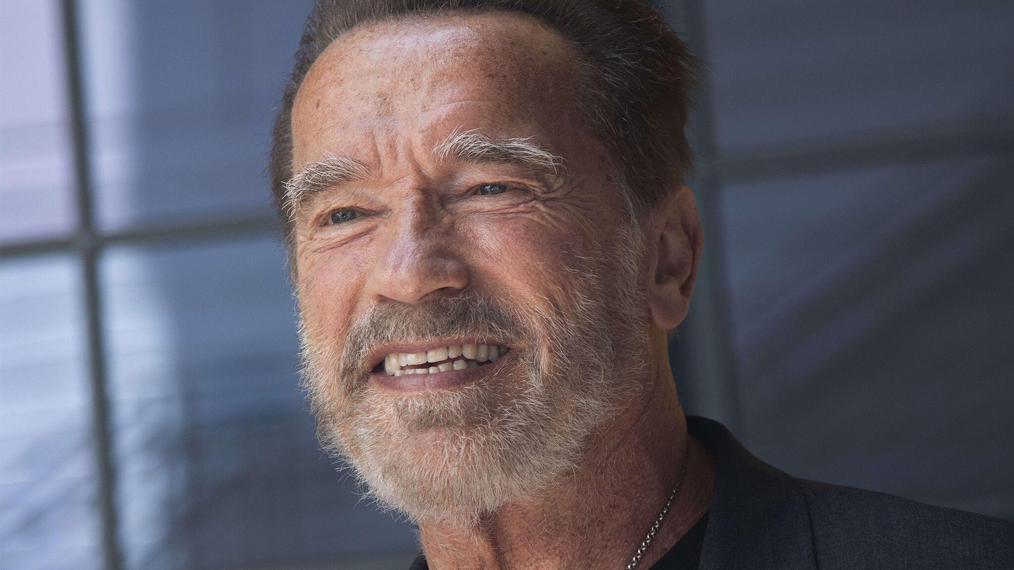 Sylvester Stallone : Arnold Schwarzenegger le vanne avec son gros couteau