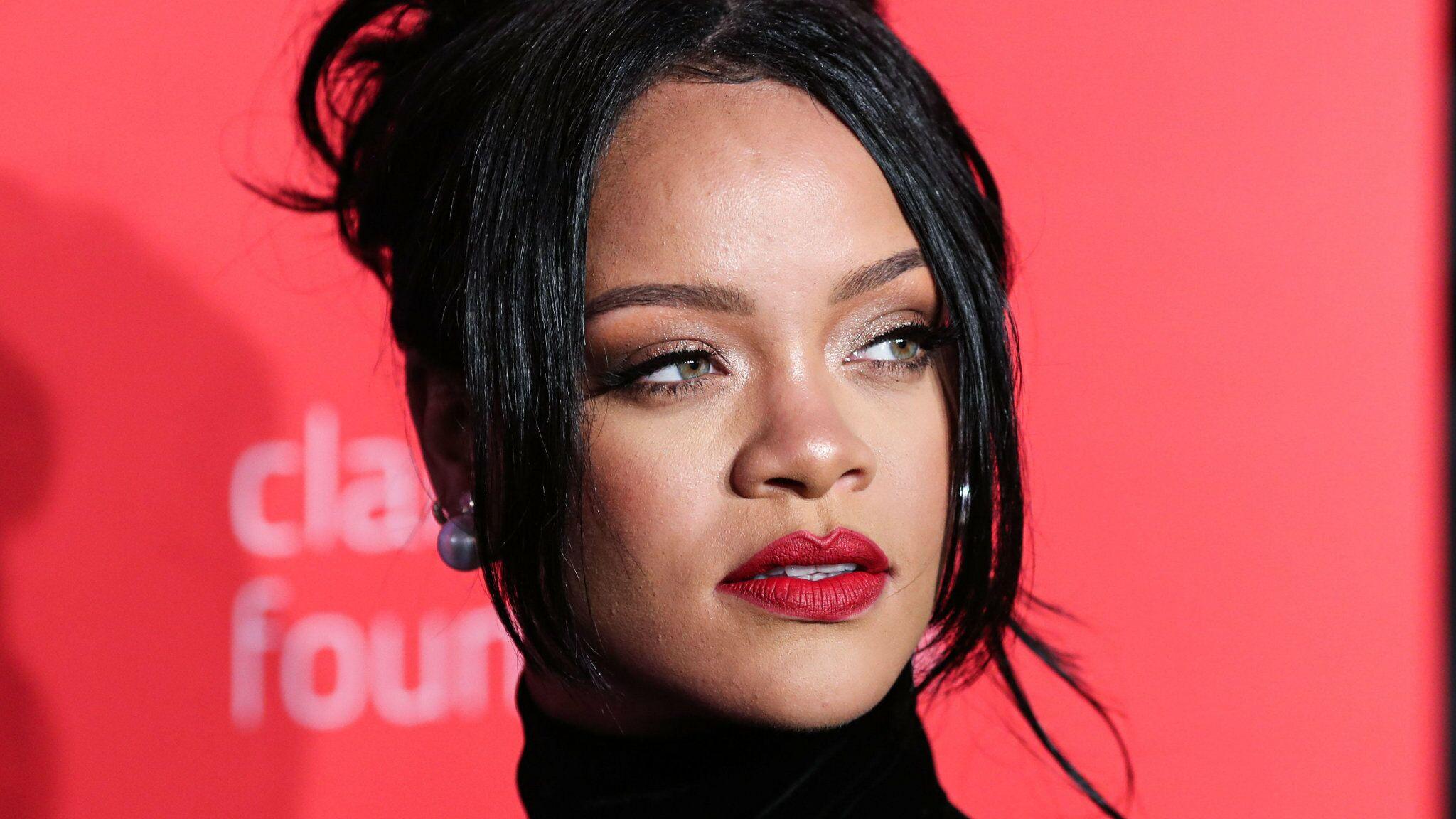 PHOTO Rihanna montre ses fesses en lingerie transparente