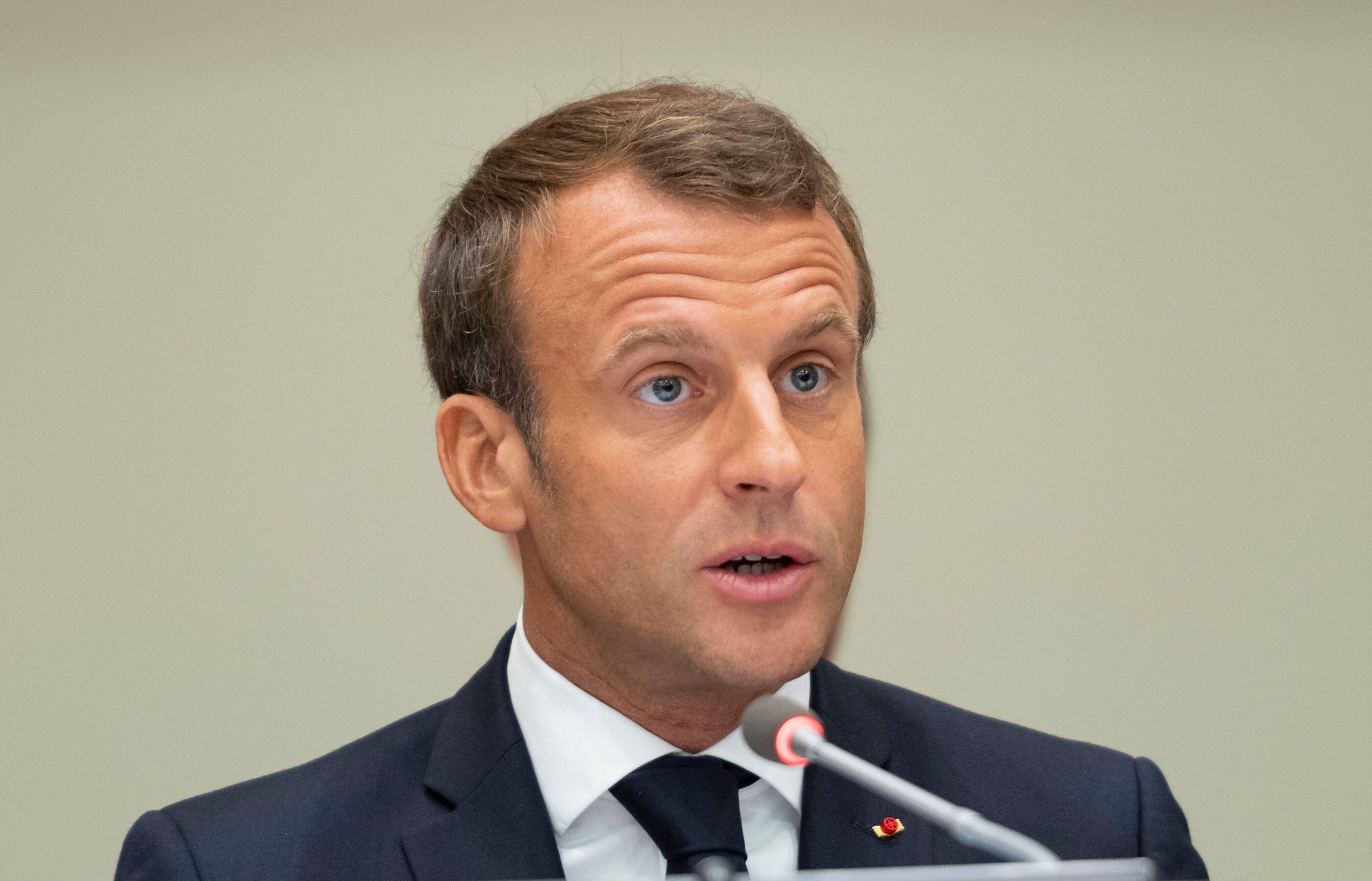 Photo Emmanuel Macron En Sweat A Capuche Et Pas Rase Ce Cliche Qui Fait Beaucoup Reagir Voici