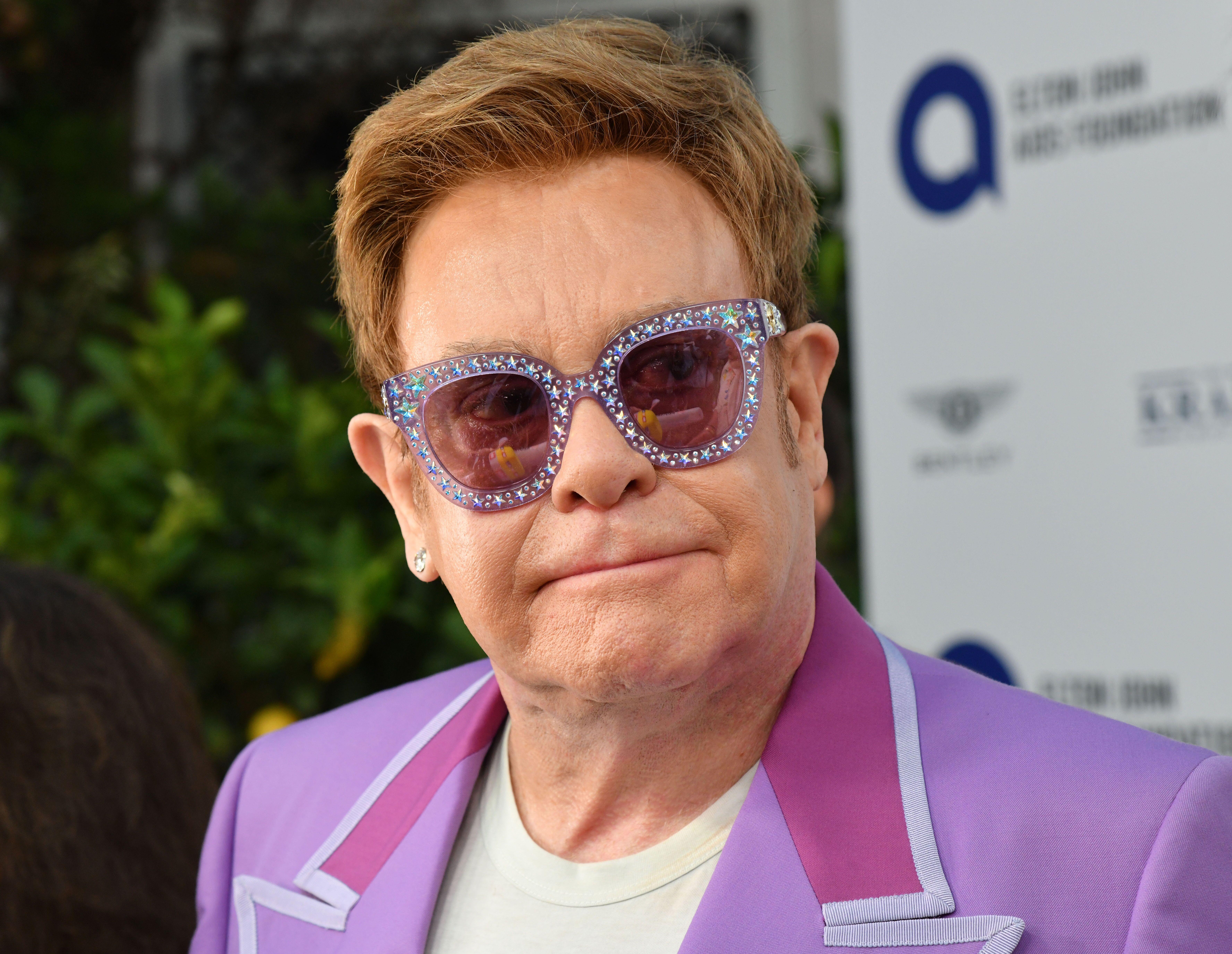 Elton John atteint d'un cancer : il se confie pour la première fois sur son combat contre la maladie