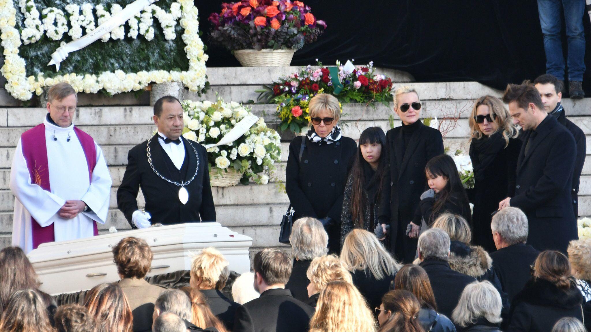 La dépouille de Johnny Hallyday en danger? Le cercueil du chanteur « commencerait à s'abîmer »