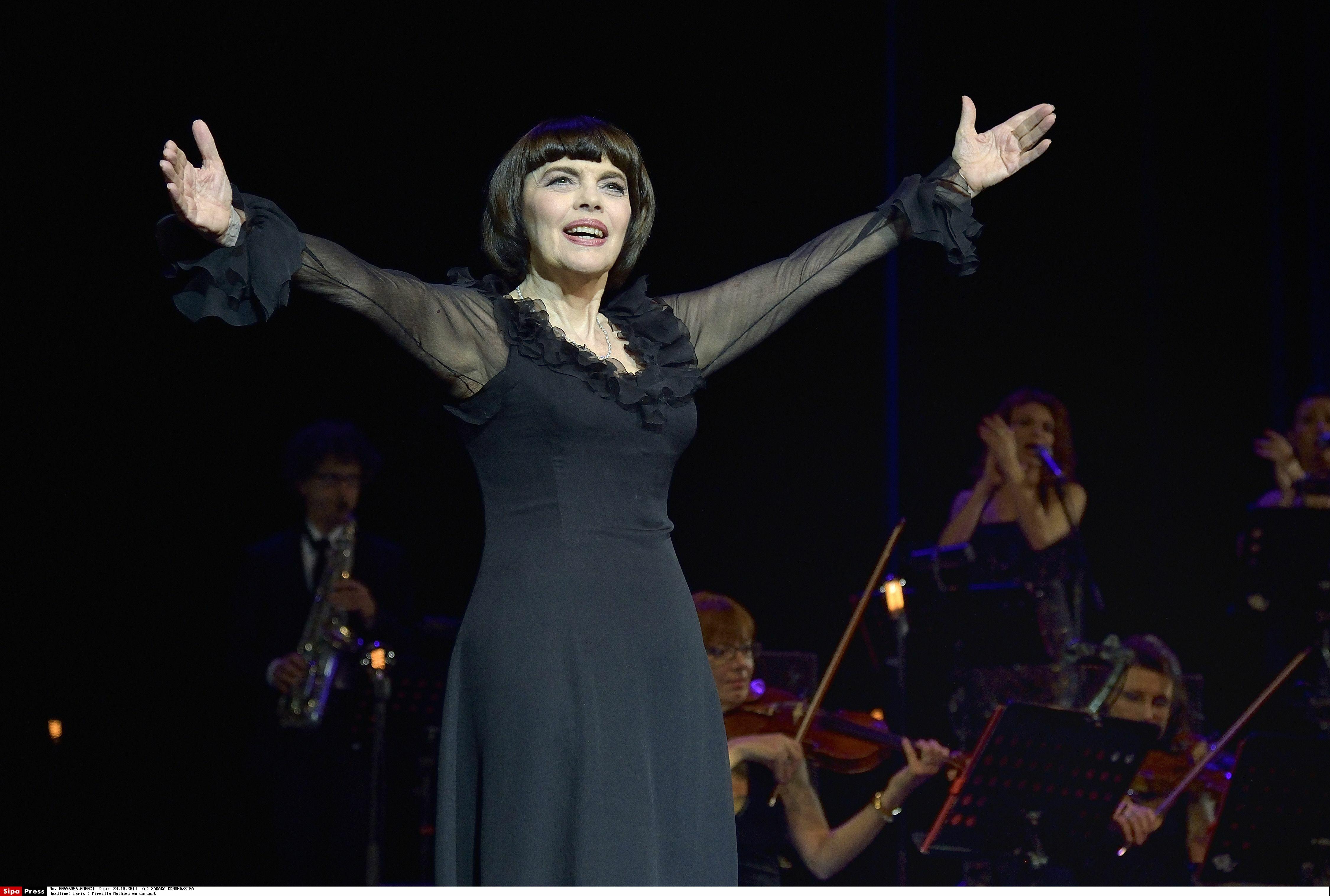 Mireille Mathieu crée l'événement en inaugurant… un tramway à son nom