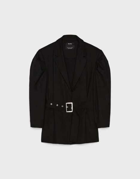 Blazer épaulettes et manches bouffantes avec ceinture, Bershka, 39,99€