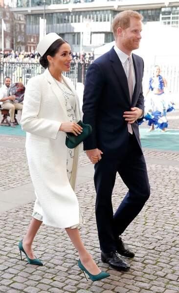 Son ensemble lors de son arrivée à l'Abbaye Westminster en mars