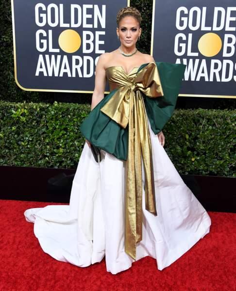 Do : Jennifer Lopez et sa robe façon cadeau
