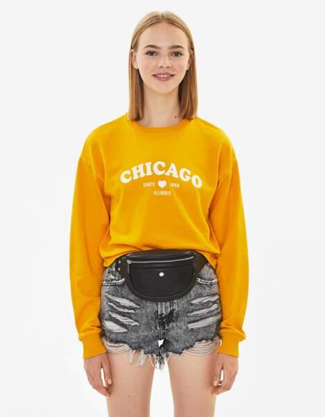 Sweat Chicago, 5,99 € (prix non soldé : 9,99 €), Bershka.