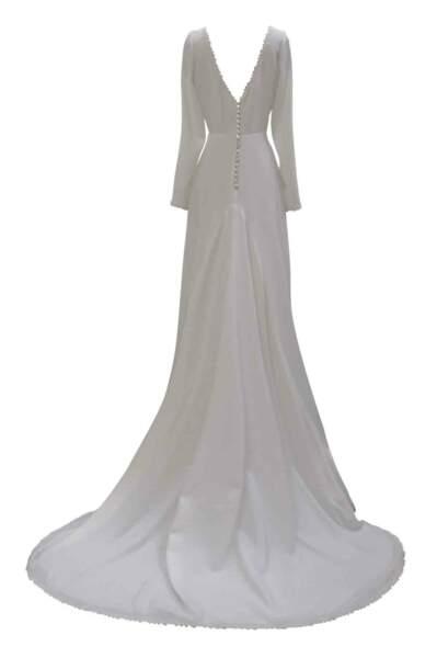 La robe de mariée d'hiver. En crêpe, encolure et dos nu bordés d'une guipure de style feuillage, Harpe, 1500 €