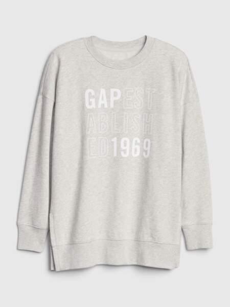 Sweat en coton gris chiné, avec fente sur le côté. 49,95 €, Gap.