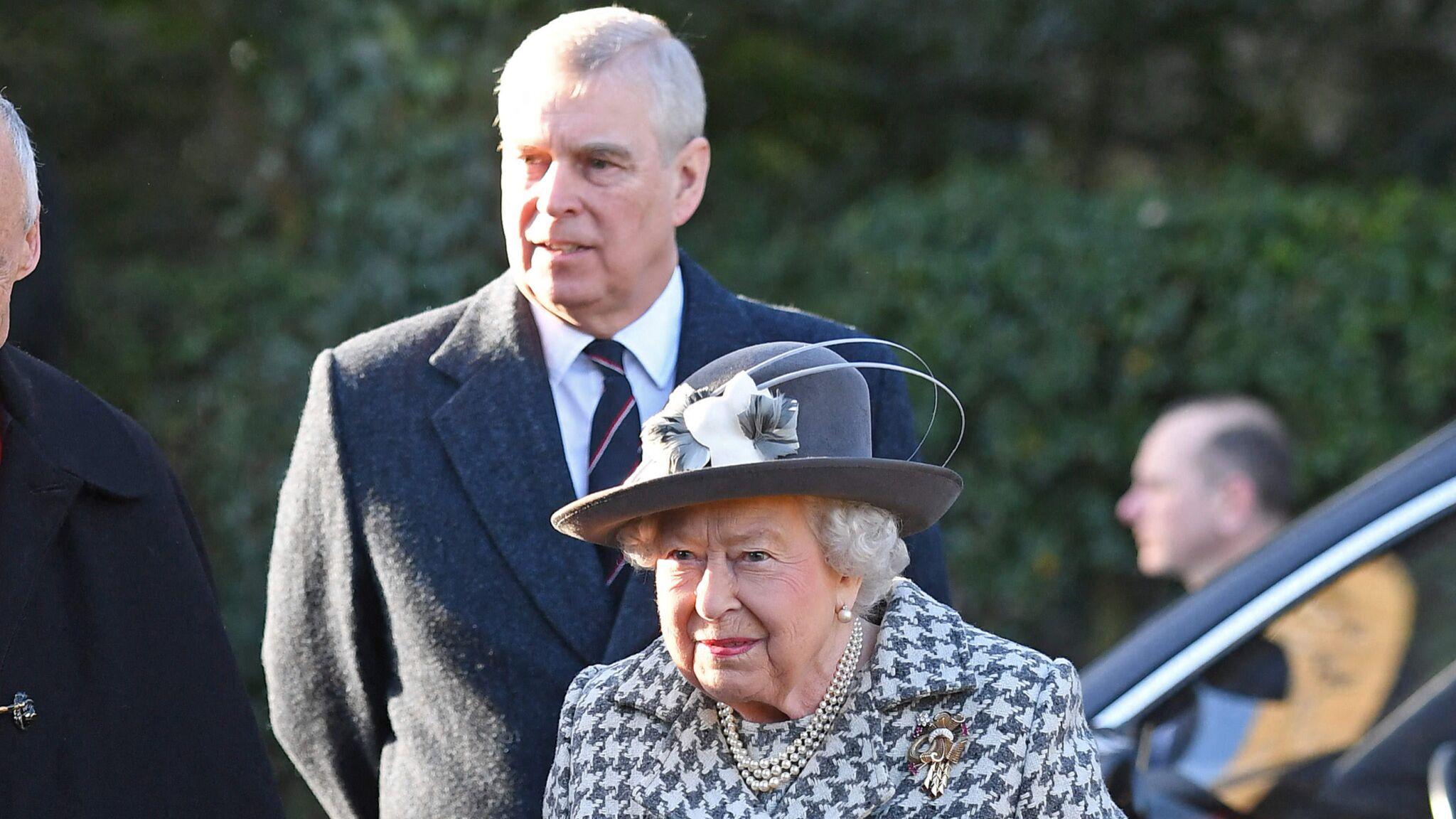 Elizabeth II accompagnée du prince Andrew à la messe : cette apparition publique qui surprend