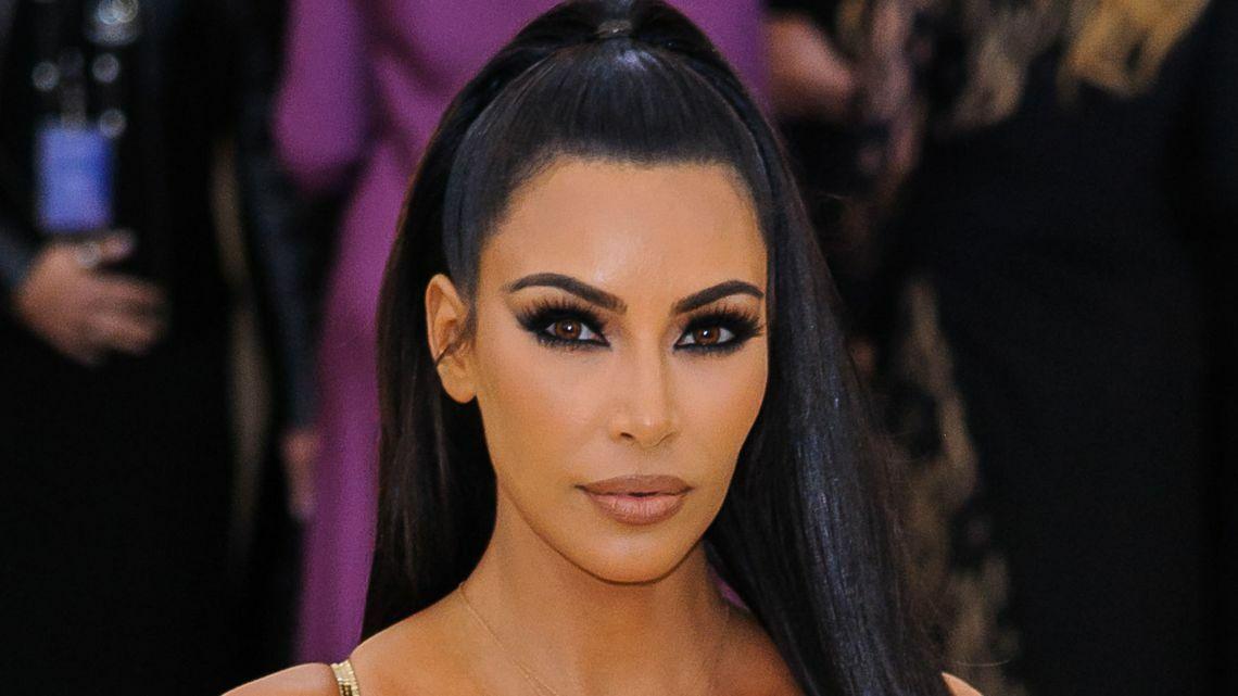 PHOTO Kim Kardashian : Teint hâlé, bikini hot et coiffure sophistiquée… Elle s'affiche en bombe!