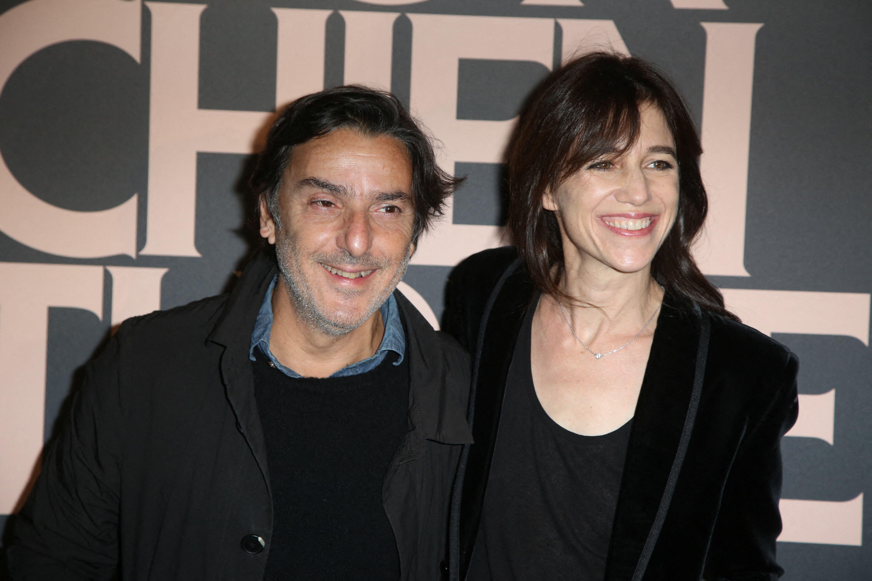 Pourquoi Charlotte Gainsbourg et Yvan Attal ont-ils dévoilé leur numéro de téléphone à New York?