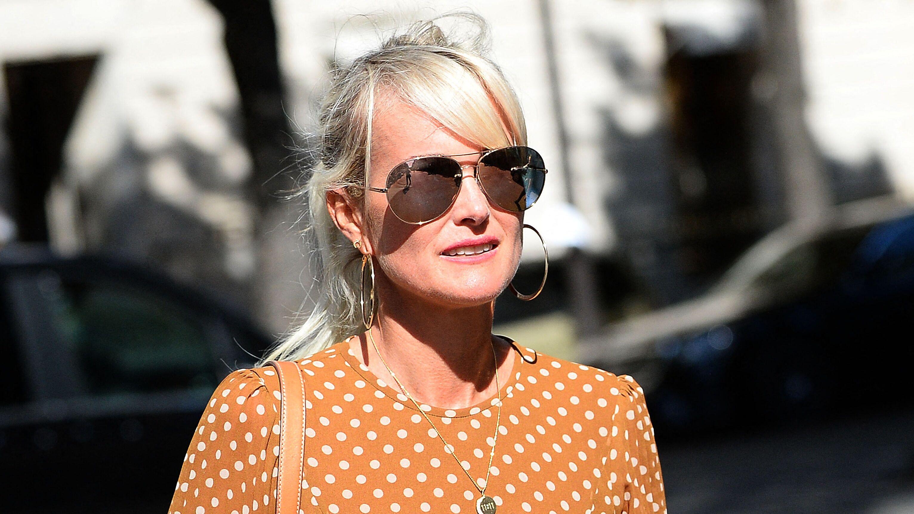 Laeticia Hallyday : un célèbre journaliste tacle lourdement la veuve de Johnny