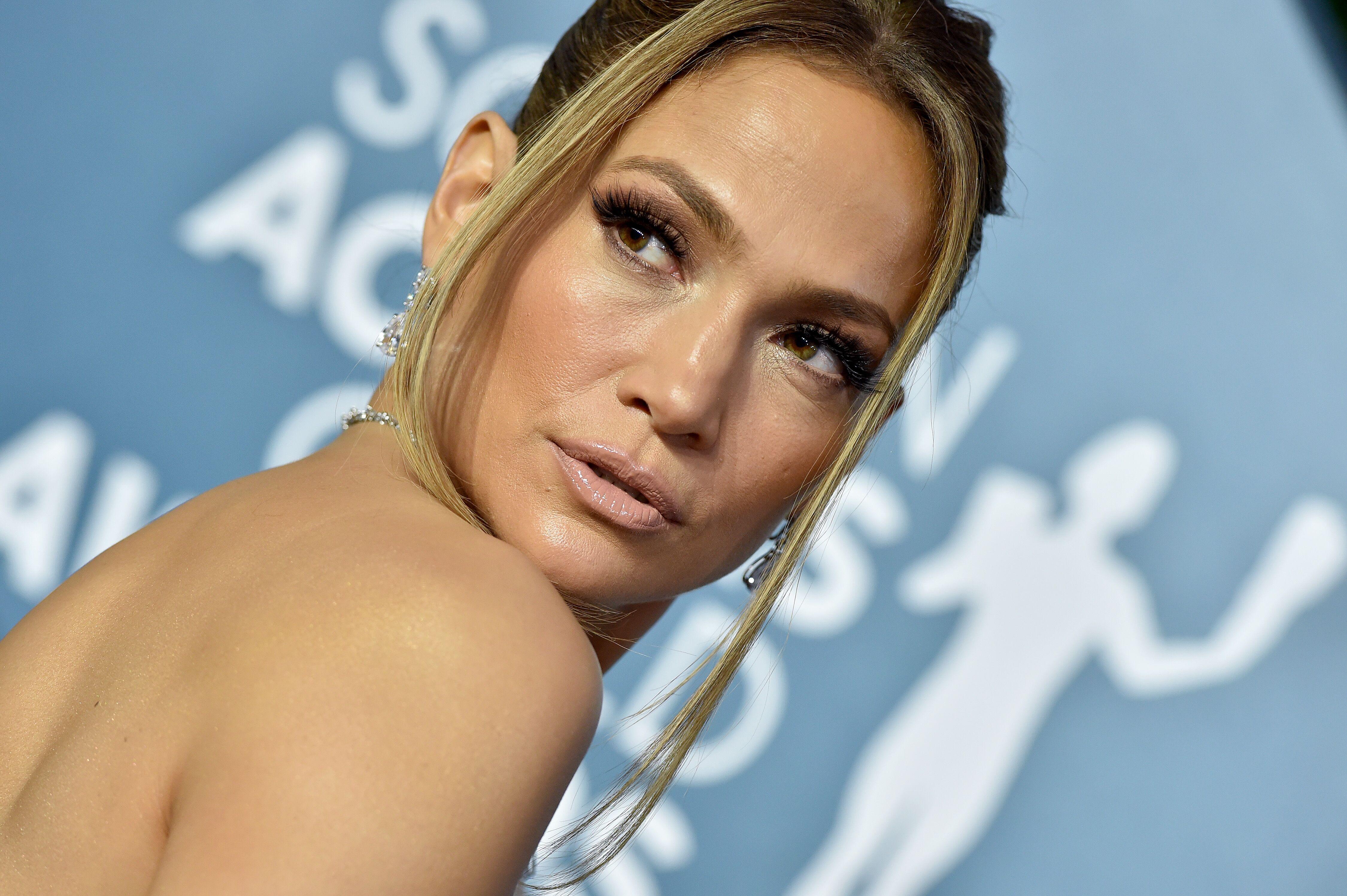 Jennifer Lopez dévoile ses abdos de rêve en bikini léopard!