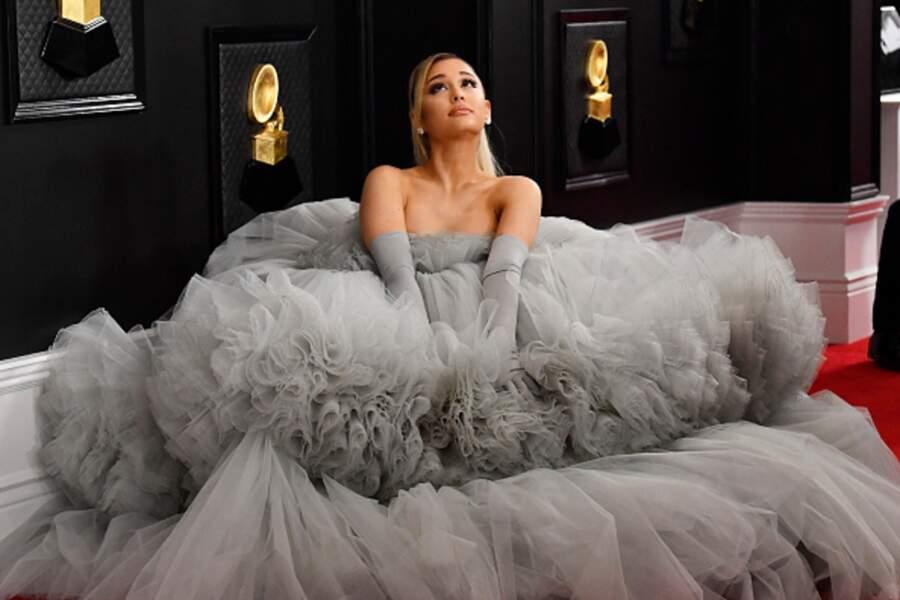 Ariana Grande en véritable diva dans sa robe en mousseline