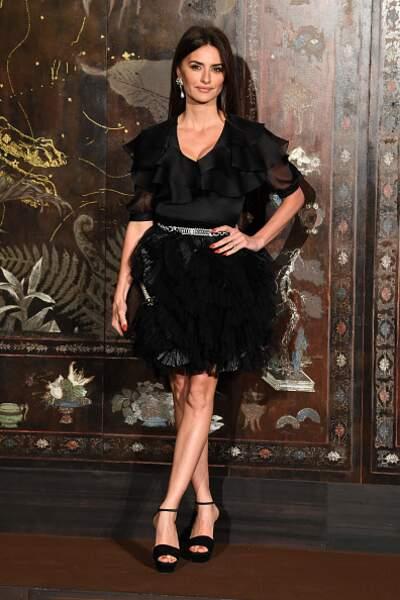 Do : Penélope Cruz sensuelle et élégante