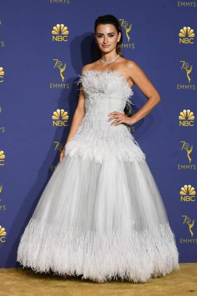 Do : Penélope Cruz féérique dans sa longue robe blanche
