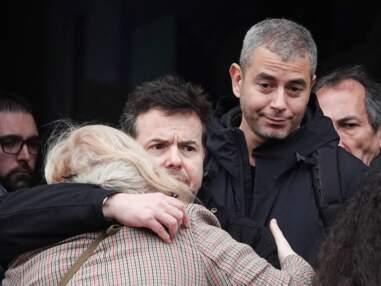 Obsèques de Sébastien Demorand : Nicolas Demorand soutenu par Léa Salamé, Ali Baddou et de nombreux chefs