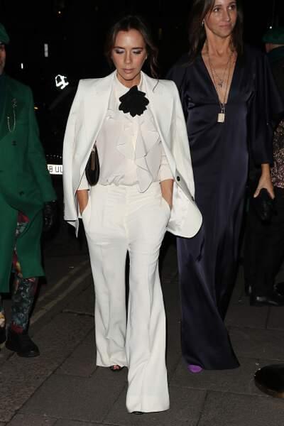 Victoria Beckham dans une tenue éponyme